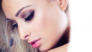 Яркий свадебный макияж, макияж для голубых глаз с серо-коричневыми тенями