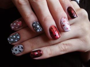 Рисунки на черных ногтях, вечерний маникюр с наклейками