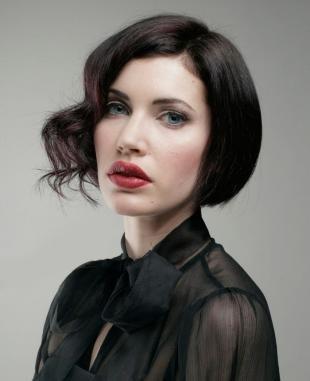 Темный цвет волос на средние волосы, праздничная укладка короткого каре без челки