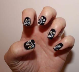 Рисунки ромашек на ногтях, черный маникюр с ромашками