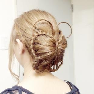 """Цвет волос песочный блондин на длинные волосы, прическа """"бабочка из волос"""""""