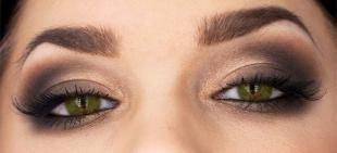 Макияж для зеленых глаз под зеленое платье, макияж для зеленых глаз в серо-коричневых тонах