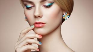 Свадебный макияж с синими тенями, летний макияж с омбре-стрелками