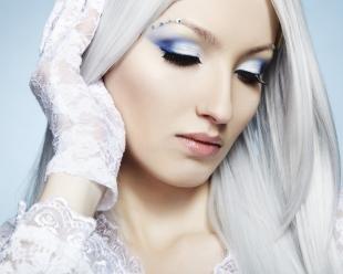 Макияж для голубых глаз с голубыми тенями, макияж для пепельных блондинок