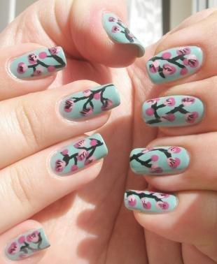 Зеленый маникюр, ветки сакуры на ногтях