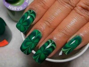 Маникюр разными лаками, зеленый водный маникюр