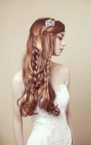 Цвет волос тициан на длинные волосы, свадебная прическа с косами и ободком