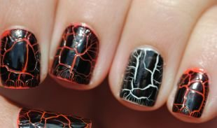 Рисунки на черных ногтях, маникюр с потрескавшимся лаком