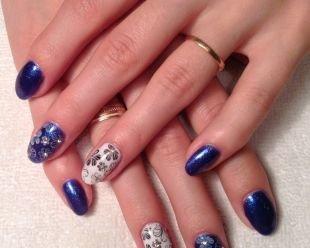 Маникюр с ромашками, сине-белый маникюр с цветочным принтом