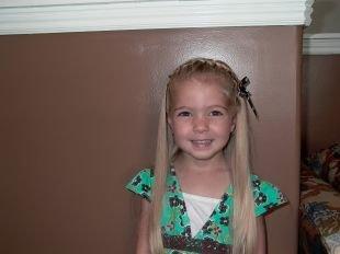 Прически на выпускной 4 класс на длинные волосы, детская прическа на выпускной с плетением