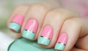 Розовый маникюр, розово-голубой маникюр с серебристыми полосками