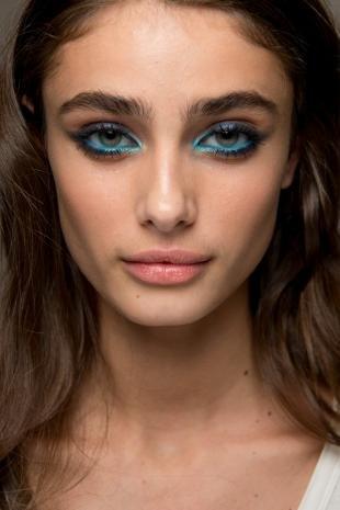 Темный макияж, сине-голубой макияж глаз