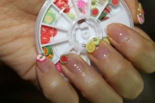 Летний маникюр на коротких ногтях, фруктовый маникюр с помощью фимо