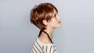 Ярко рыжий цвет волос на короткие волосы, объемная укладка коротких волос