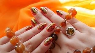 Коралловые ногти с рисунком, маникюр с осенним орнаментом