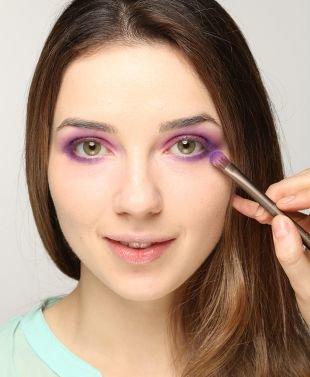 Макияж для зеленых глаз, макияж для светло-карих глаз в фиолетово-розовой гамме